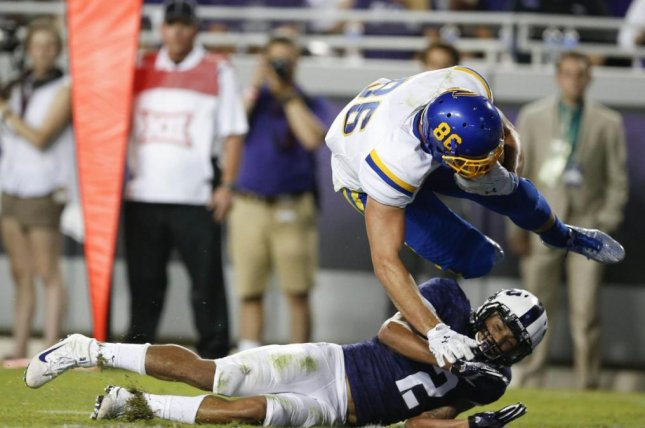 Dallas Goedert (86), a three-year starter at South Dakota State, thrived in the Jackrabbits' spread offense, splitting his time in-line and detached, and he was a mismatch versus many defenses he faced in the Missouri Valley Conference. Photo courtesy of South Dakota State Football/Twitter