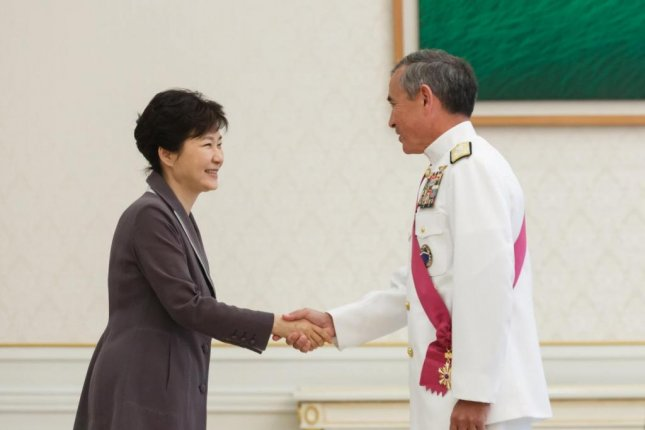 Adm. Harry Harris, chief of the U.S. Pacific Command, paid a courtesy call to South Korean President Park Geun-hye on Tuesday. Photo courtesy of Republic of Korea Blue House