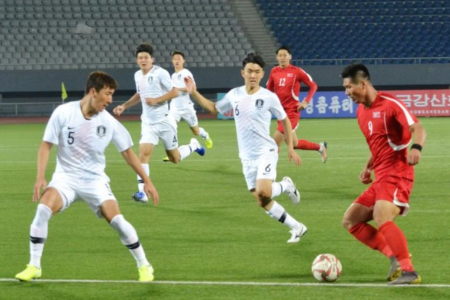 North Korea's Pak Kwang-ryong dribbles the ball during a Group H match against South Korea in the second round of the Asian qualification for the 2022 FIFA World Cup at Kim Il-sung Stadium in Pyongyang on Tuesday. The game ended in a 0-0 tie. Photo courtesy of North Korea's football association/Yonhap