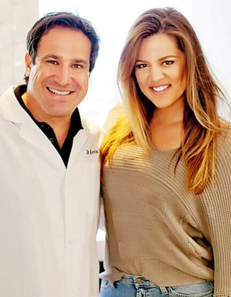 Dr. Kevin Sands tweeted this photo of himself with Khloe Kardashian.