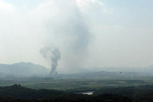 This photo, provided by a reader, shows thick smoke going up from the inter-Korean industrial complex in the North Korean border town of Kaesong on Tuesday. Photo by Yonhap