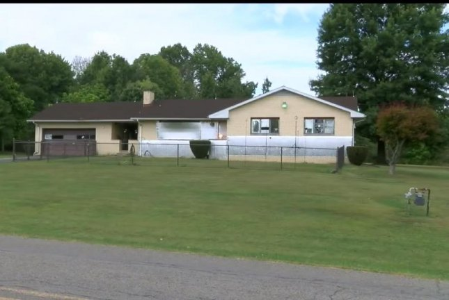 Hermitage resident Arthur Brown has raised the ire of neighbors by shining spotlights at his foil-wrapped house to ward off aliens. WKBN27/YouTube video screenshot