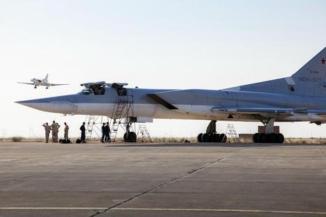 Planes at Hamadan airbase in Iran. Moscow is letting Washington know that it considers the Russian-Iranian partnership its strategic priority and will develop it even in those areas that the United States believes are gray zones. Photo courtesy of mil.ru