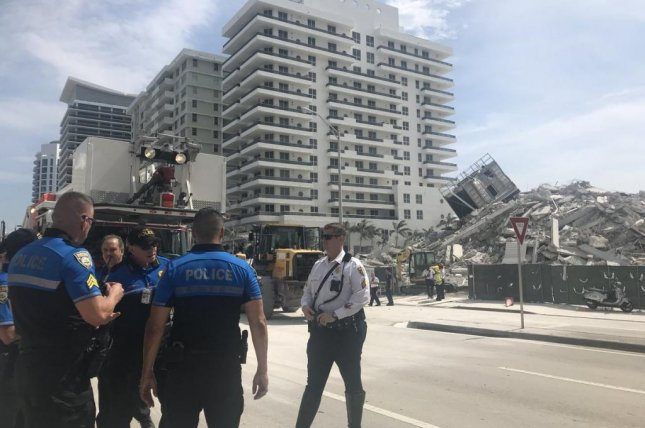 Building collapse caught on video in Miami Beach