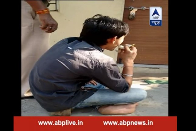 Gopi R. Ghaware eats 48 bananas under the watch of Mumbai police to help him pass a gold chain he is accused of stealing and swallowing. ABP News/YouTube video screenshot