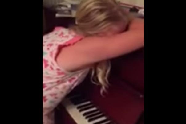 James Hodgson's cousin's young daughter plays the piano while purportedly sleepwalking. James Hodgson/YouTube video screenshot