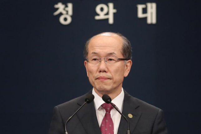 Kim You-geun, the first deputy chief of the security office at the Blue House, announces South Korea's decision to conditionally suspend the expiration of the General Security of Military Information Agreement  with Japan,in Seoul on Friday. Photo by Yonhap/EPA-EFE