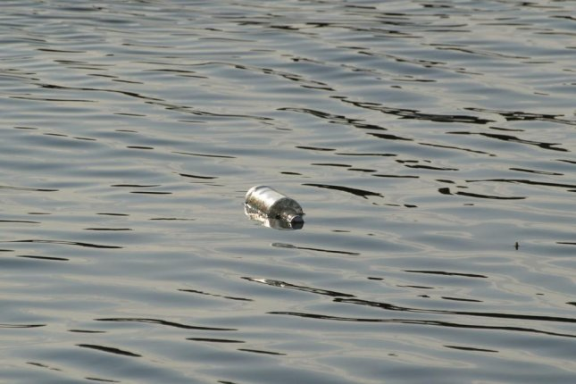 A Texas hunter found a message in a bottle that was tossed into the river 31 years earlier. Photo by ariesa66/Pixabay.com