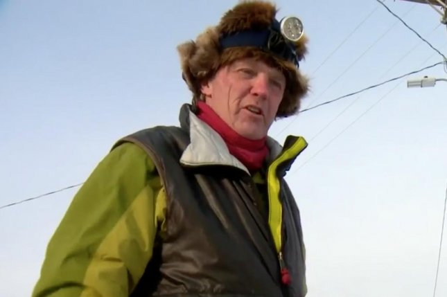 Iditarod dogs check in after musher falls asleep, has to walk