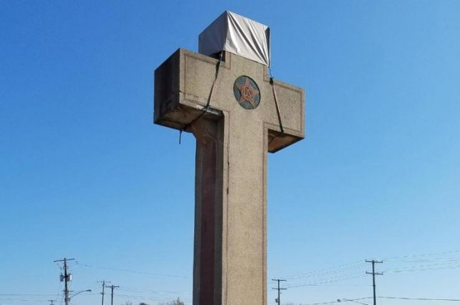The 40-foot Latin cross was erected in 1925 in Bladensburg, Md., to honor local soldiers who died in World War I. Photo by Rob Boston/American Humanist Association