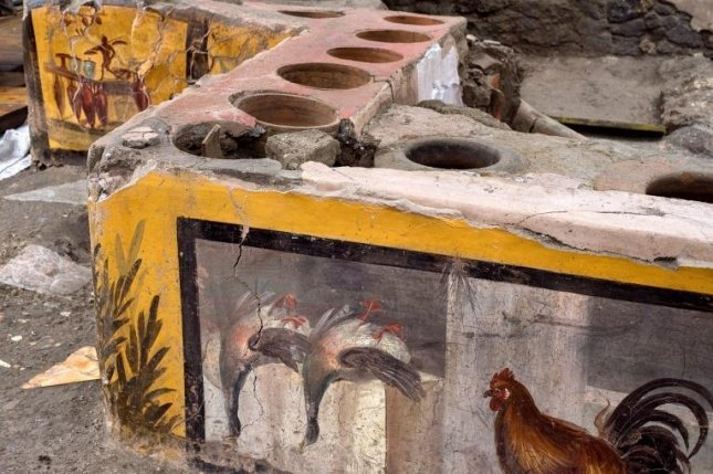 Scientists at Pompeii unveiled a street food snack stall decorated with colorful frescoes on Saturday. Image courtesy ofPompeii Archaeological Park.