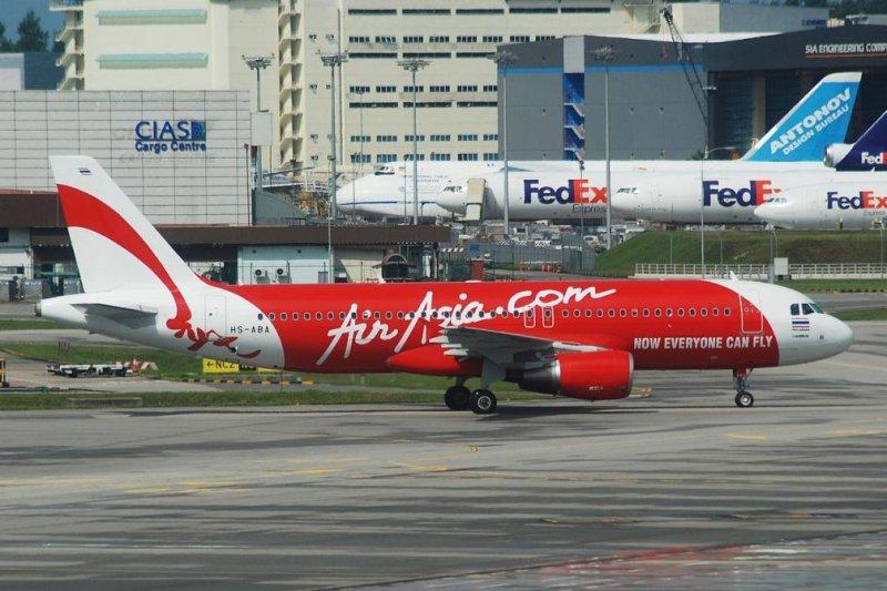 An AirAsia Airbus 320-200 (CC/ T. Ong)