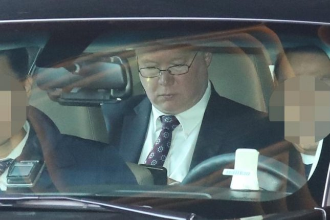 Stephen Biegun, U.S. special representative for North Korea, leaves a hotel in Seoul, South Korea, in a car on Feb. 4, 2019, a day after he arrived to prepare for a second summit between Washington and Pyongyang. (Yonhap)