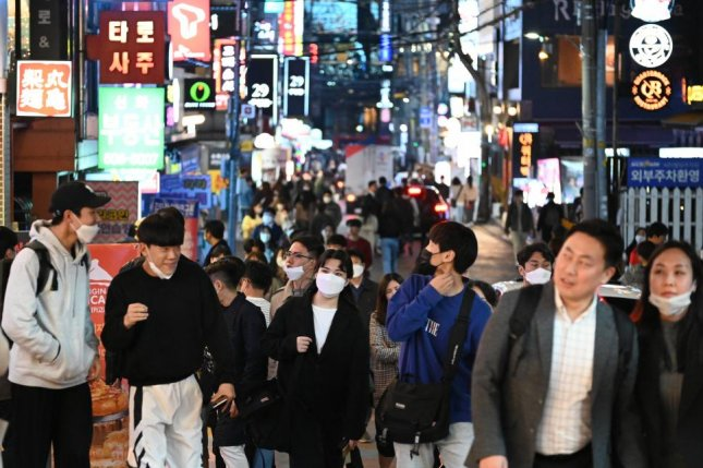 South Korea races to contain new COVID-19 outbreak tied to clubs