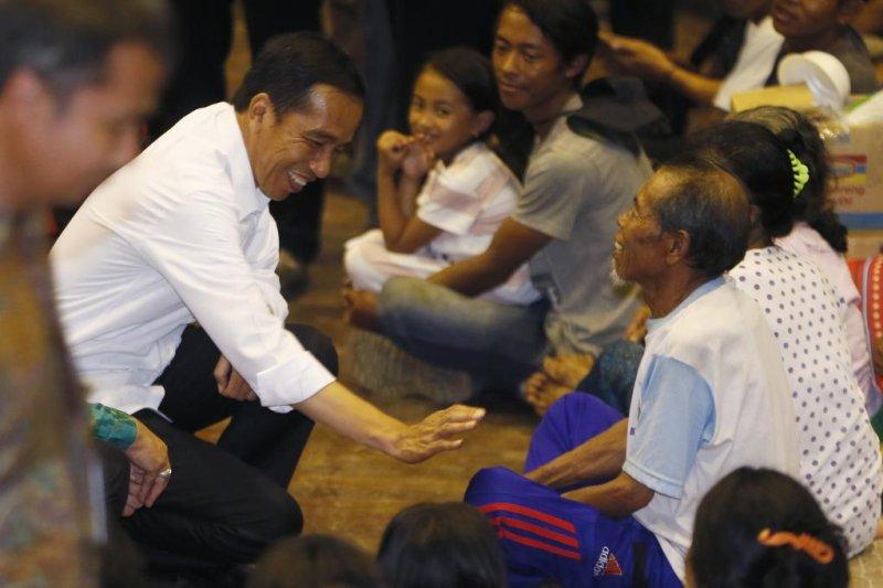 Widodo visits evacuees