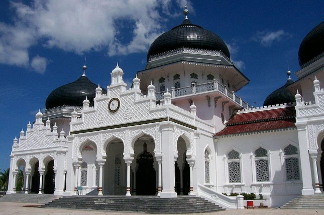 Six people convicted of violating Sharia law, including an unmarried couple accused of indecency, were publicly caned at the Baiturrahim Mosque of Banda Aceh, Indonesia. Photo by Si Gam Aceh/Wikimedia