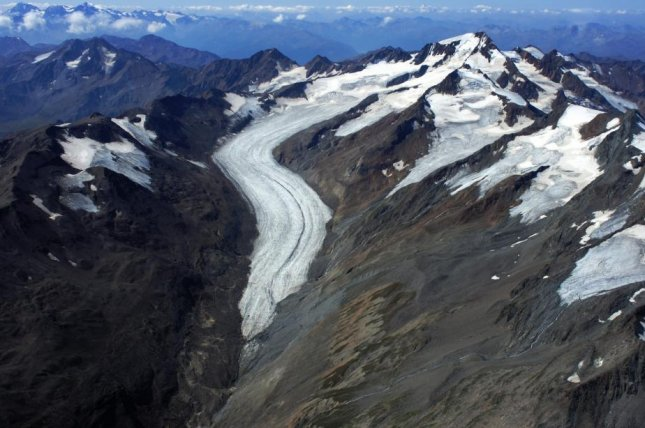 Glacier mass loss at point of no return, study says