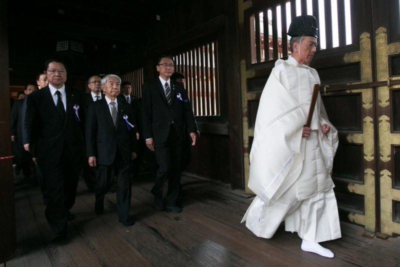Abe sends offering to shrine honoring Japan's war dead
