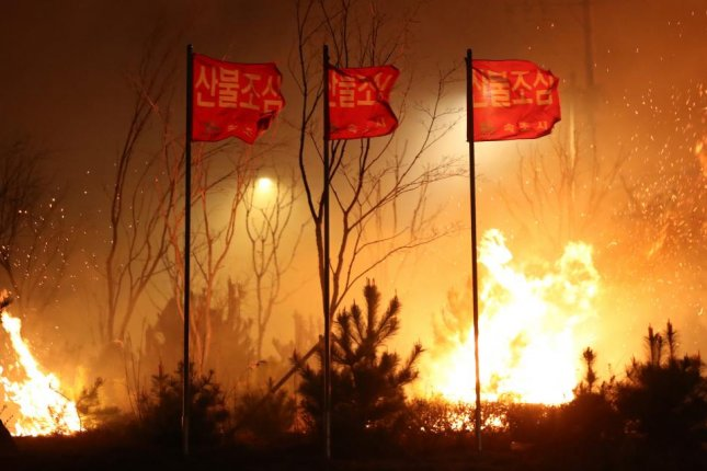 Firefighters contain most of South Korean wildfires; hundreds evacuated
