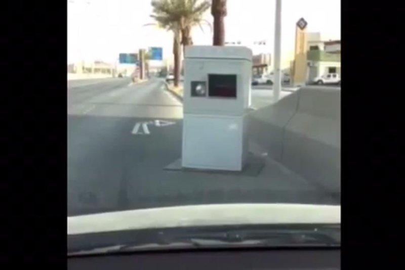 A Saher speed camera blocks a lane of road in Saudi Arabia. Misc 77/YouTube video screenshot