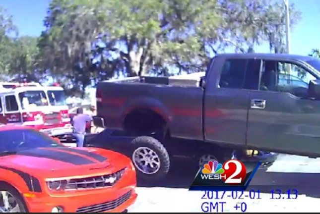 Watch Road Rage Ends With Alleged Victim S Pickup On Top Of Car