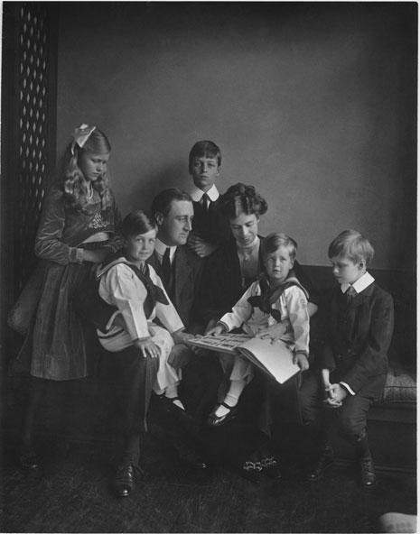 Franklin and Eleanor Roosevelt with their children in Washington, D.C. on June 12, 1919. (Franklin D. Roosevelt Presidential Library, Hyde Park, N.Y.)