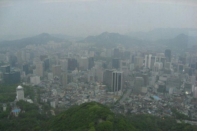 Seoul, South Korea, is regularly affected by airborne dust from Mongolia and China (CC/ wikimedia.org/ Tayloranddayumi)