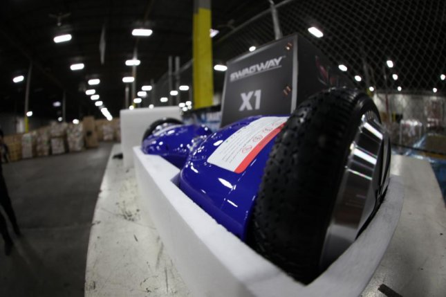 Customs officers seize 16,000 counterfeit hoverboards in Chicago