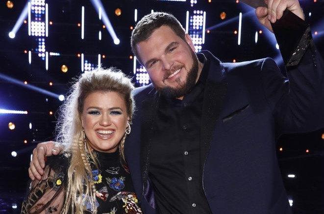 The Voice coach Kelly Clarkson and Season 17 winner Jake Hoot. Photo by Trae Patton/NBC