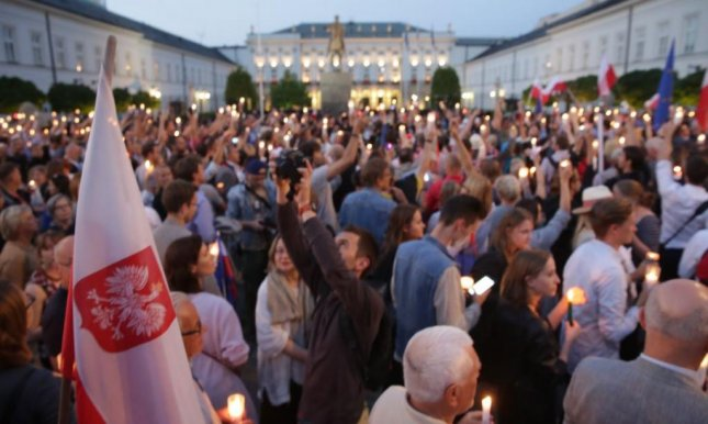 Demonstrators mass in the plaza of Warsaw's presidential palace on Wednesday to protest a bill in parliament designed to weaken Poland's judicial branch. Photo by Thomasz Gzell/EPA