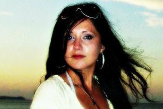 Nursing student dies taking selfie on bridge - UPI.com