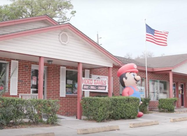 Florida man sues to keep inflatable Super Mario outside business