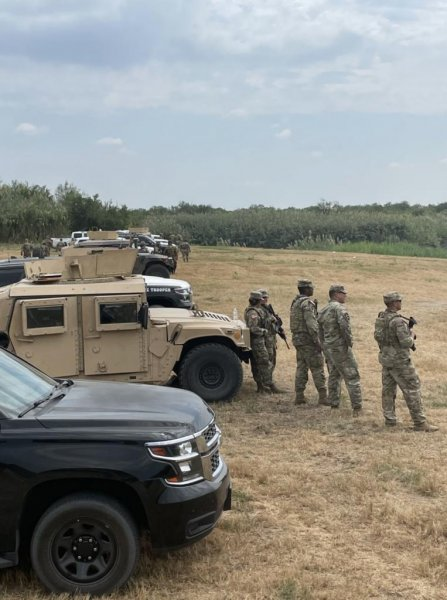 Texas troopers create 'steel wall' of vehicles in Del Rio to block migrants