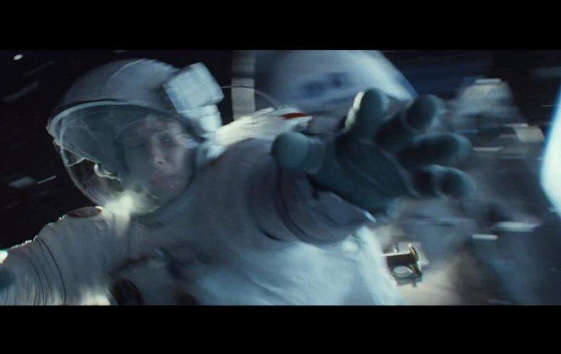 Sandra Bullock as astronaut Dr. Ryan Stone in the sci-fi film Gravity directed by Alfonso Cuarón. (Screenshot Gravity/WarnerBros.)