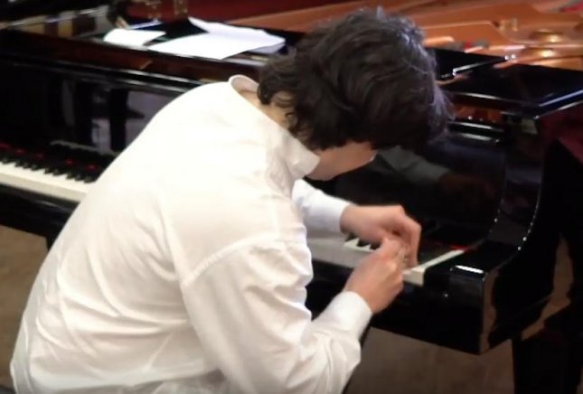 Domingos-Antonio Gomes, a professional musician, set a Guinness World Record by hitting a single piano key 824 times in 60 seconds. Screen capture/Guinness World Records/YouTube