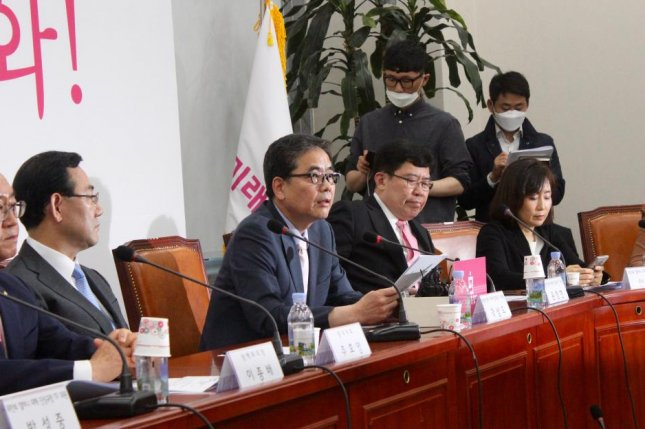 Kwak Sang-do (2-L), a South Korean lawmaker with the main opposition United Future Party, said Monday former comfort women activist Yoon Mi-hyang purchased at least five real estate properties in her name, using public funds from her NGO. Photo by Elizabeth Shim/UPI