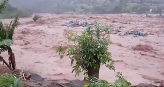 A flooded Nyahonde river in the Chimanimani district of Zimbabwe has displaced local residents. Photo courtesy Zimbabwe Red Cross.