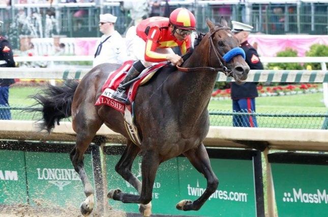 McKinzie, shown winning the 2019 Alysheba at Churchill Downs, returns to sprinting Sunday at Santa Anita in his first race since the $20 million Saudi Cup in February. Photo courtesy of Churchill Downs