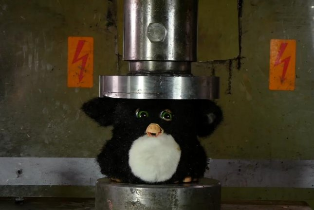 This Furby is not having a good time. Screenshot: Hydraulic Press Channel/YouTube