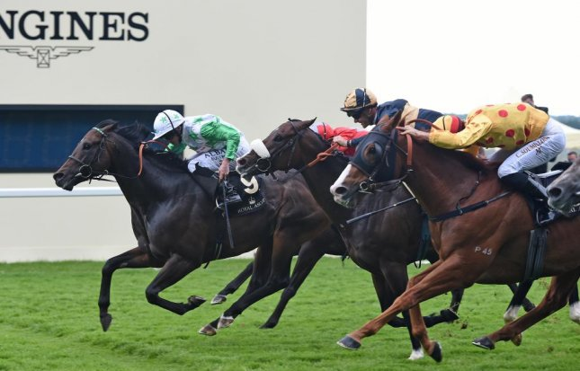 Twilight Son (green silks) wins the Group 1 Diamond Jubilee Stakes in a tight finish with Hong Kong runner Gold-Fun (yellow) on the closing day of Royal Ascot. (HKJC photo)