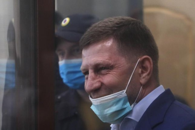 Thousands protest arrest of Russian governor charged with murder