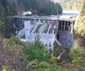 The Elwha Dam, as seen in 2006, via Wikimedia Commons.