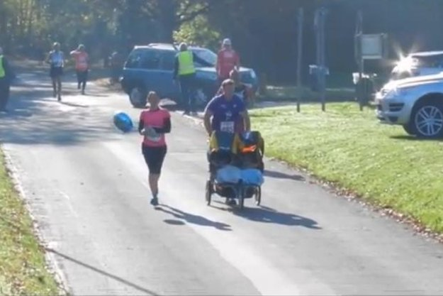 Martin Steer pushes his twin sons in the Stevenage Half Marathon for a Guinness World Record. Storyful video screenshot