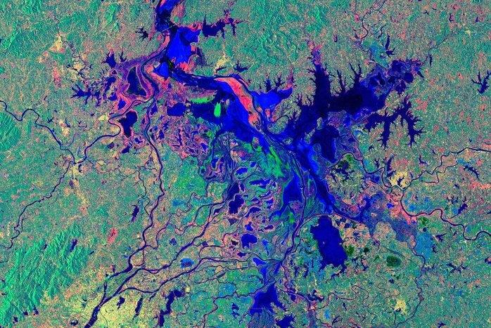 Poyang Lake looks like giant oil spill in latest ESA image