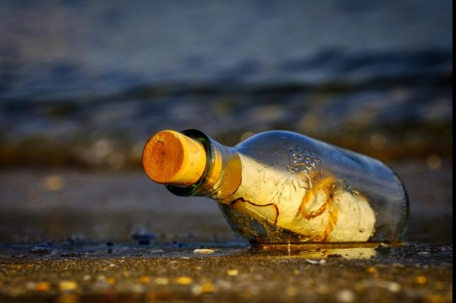 A Rhode Island man who found a message in a bottle on the ocean shore said he believes the bottle may have originated in Europe. Photo by Atlantios/Pixabay.com