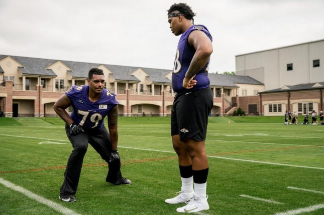 Baltimore Ravens rookie offensive tackle Orlando Brown Jr. (R) honors his father by wearing a bandana under his helmet during practices and games. Photo courtesy of Baltimore Ravens/Twitter