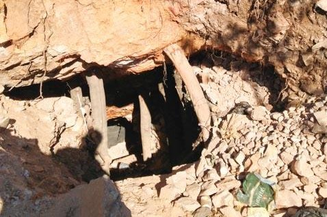 Roodeport Artisinal Mine Adit. Photo by Manyeva [CC BY-SA (https://creativecommons.org/licenses/by-sa/3.0)]  https://commons.wikimedia.org/wiki/File:Roodeport_Artisanal_Mine_Adit_2.jpg