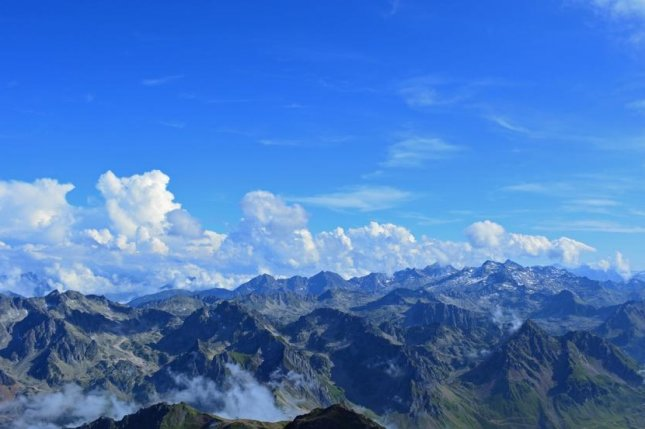 Scientists measured airborne microplastic particles in the French Pyrenees. Photo by Max Pixel/CC