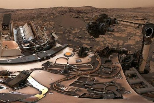 Curiosity rover snaps dusty, colorful Mars panorama