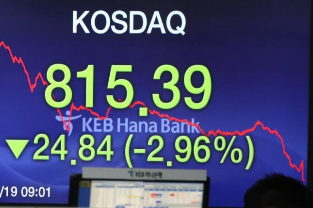 An electronic sign at KEB Hana Bank in Seoul June 19 shows the tech-laden KOSDAQ declining 24.84 points, or 2.96 percent, on U.S.-China trade disputes to close at 815.39. Photo by Yonhap